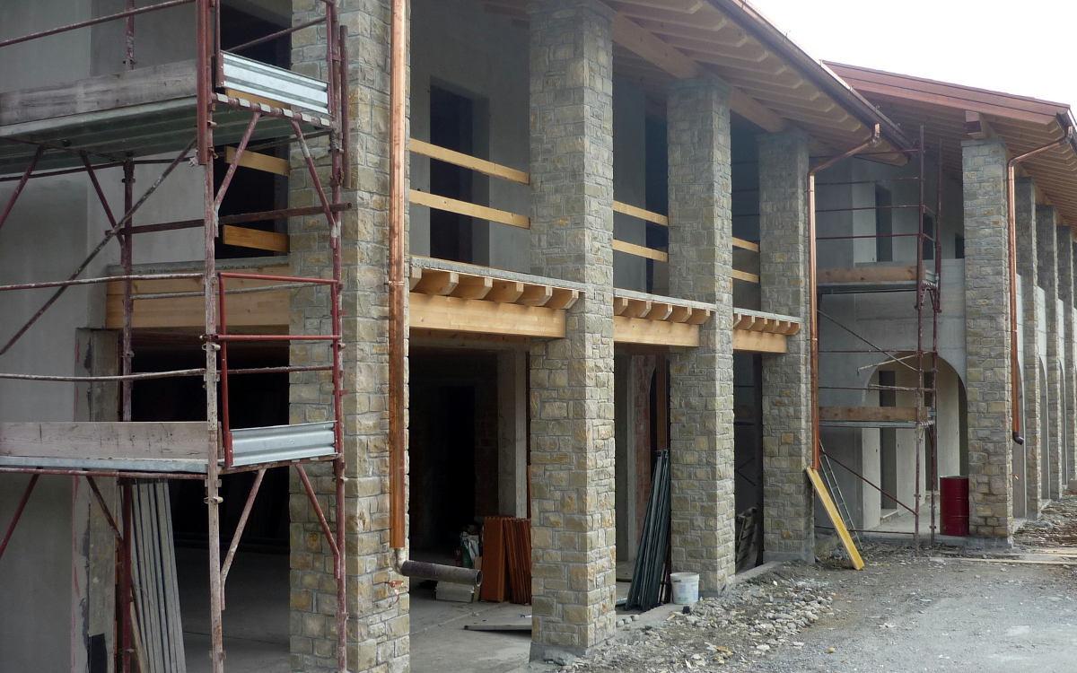 Rivestimenti per ambienti interni ed esterni in pietra for Costo per costruire pilastri di pietra