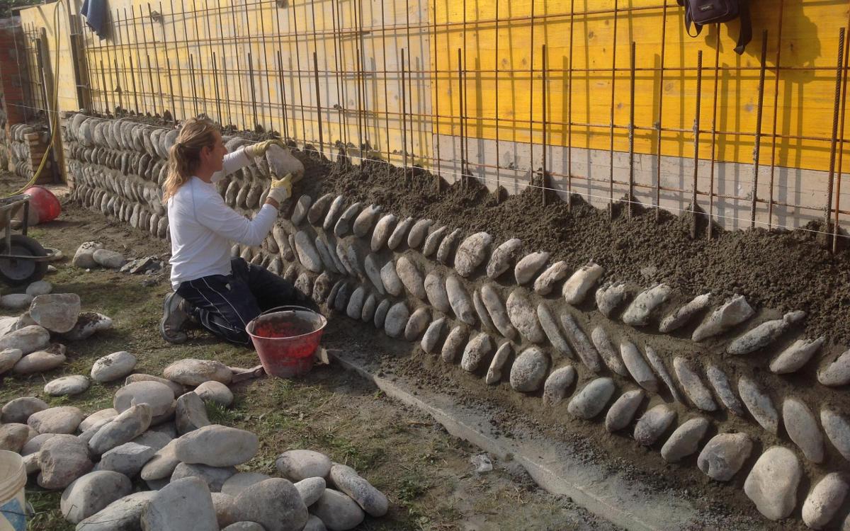 Rivestimenti per ambienti interni ed esterni in pietra for Pietre di fiume